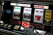 180px-Slot_machine[1]