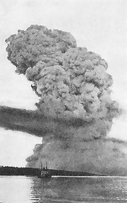 250px-Halifax_Explosion_blast_cloud_restored[1]