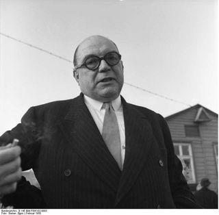 Bundesarchiv_B_145_Bild-F005102-0003,_Lager_Friedland,_britischer_Journalist_Sefton_Delmer[2]